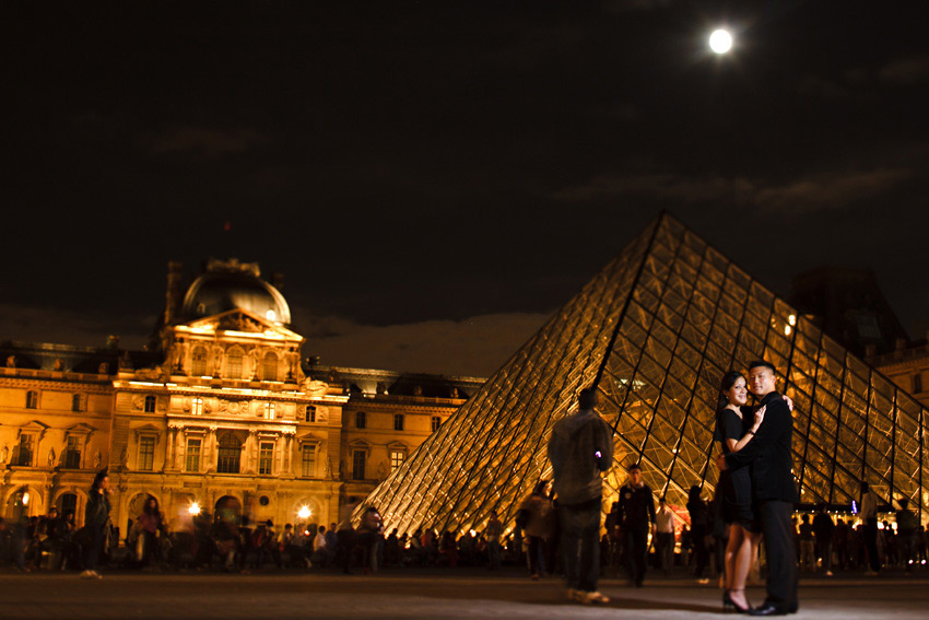night_louvre_museum_paris_engagement_shoot_tiff_albert_12.jpg