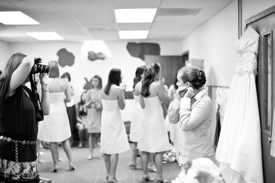 schulenburg wedding photographer, weimar wedding photographer, table 4 weddings photography, bride getting ready images, bridesmaids