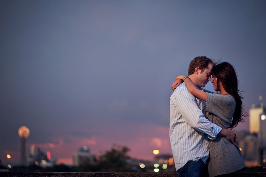 downtown-dallas-skyline-engagement-photo