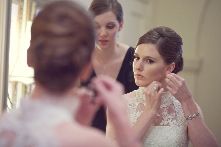classy elegant wedding at st. anne's catholic church in houston photographed by wedding photographer table4 weddings