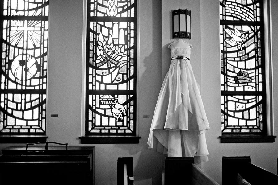 elegant modern diy wedding at the ridglea presbyterian church of fort worth photographed dallas wedding photographers table4 weddings