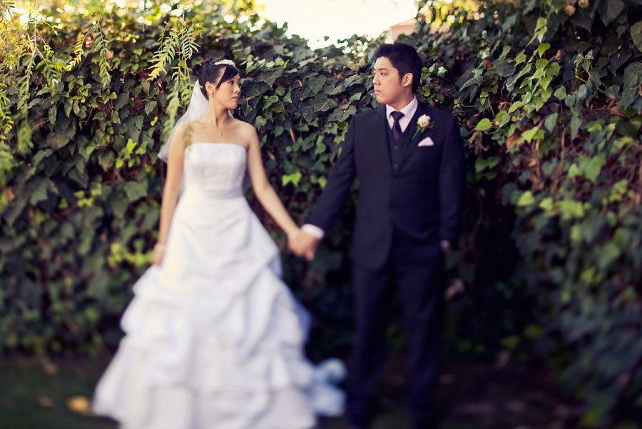 outdoor wedding at the grove in las vegas by destination wedding photographer table4 weddings