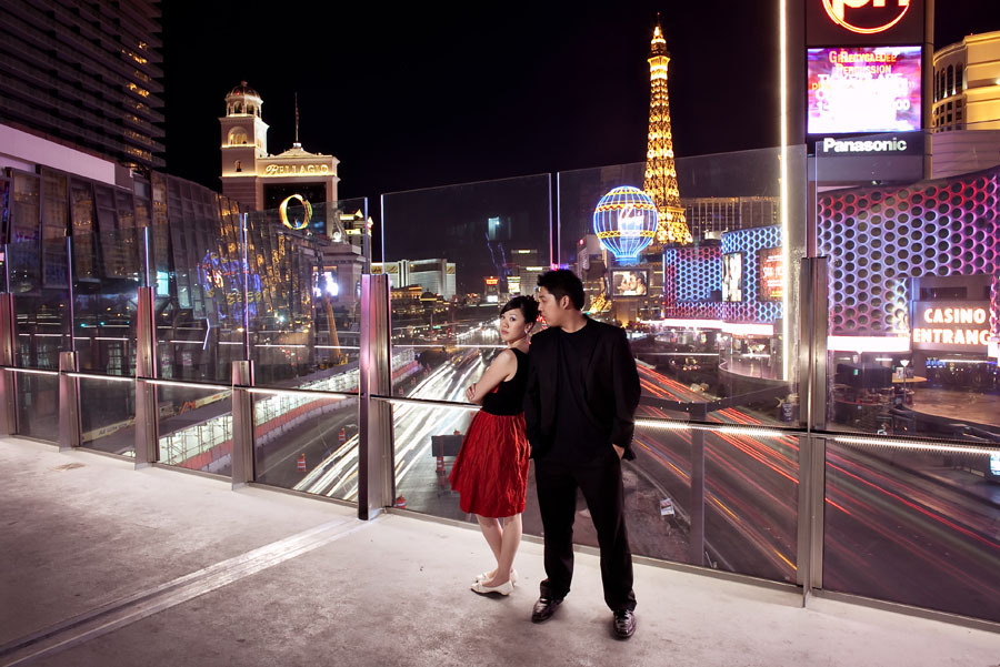 outdoor wedding photos on the strip in las vegas by destination wedding photographer table4 weddings