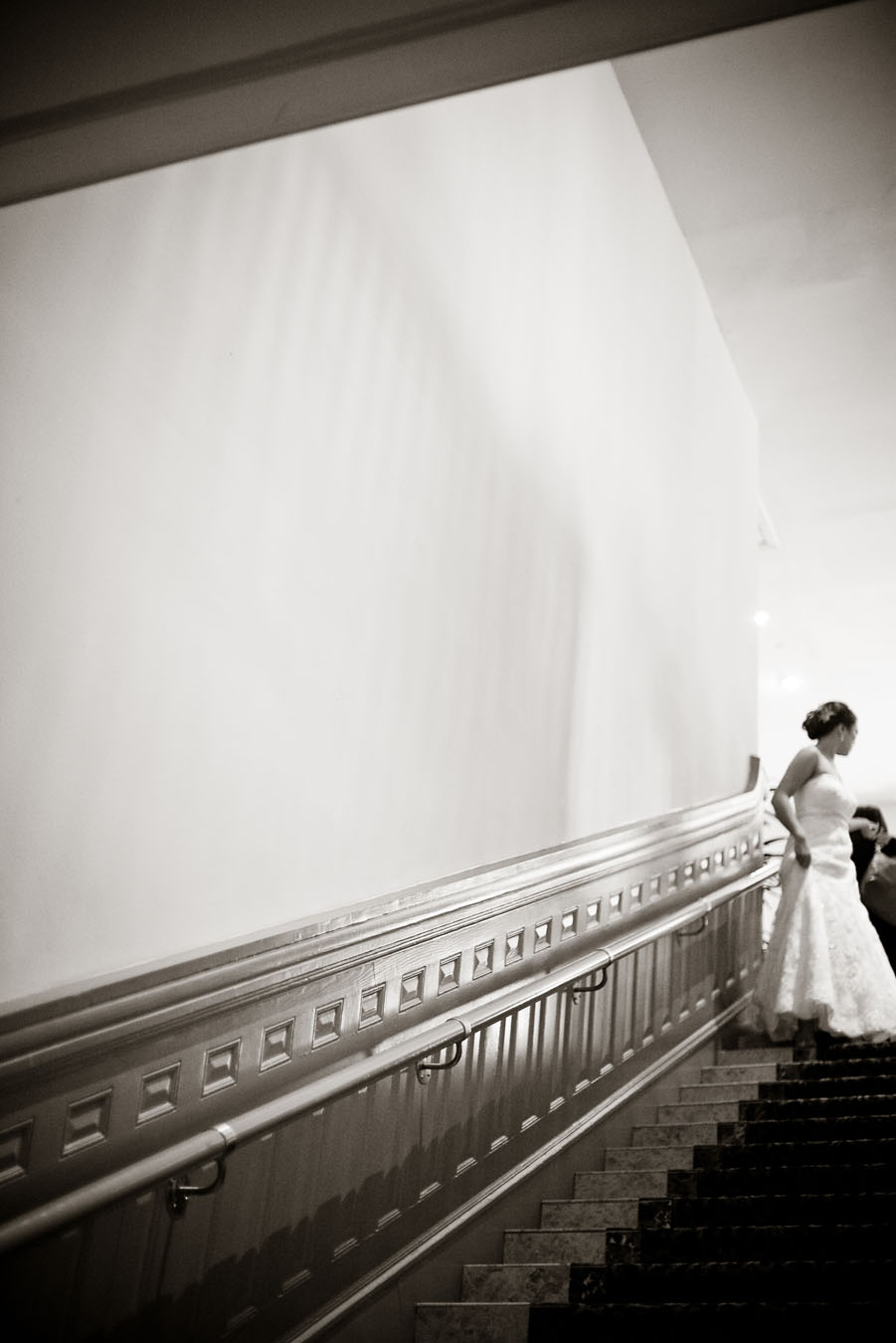 classic elegant wedding at the driskill hotel in downtown austin photographed by austin wedding photographer table4 weddings