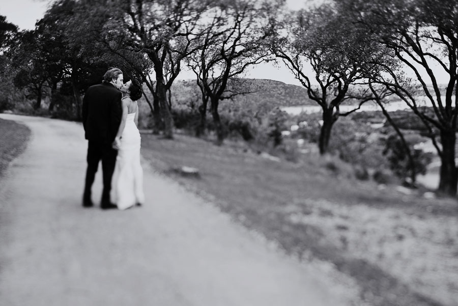 outdoor hill country wedding at hacienda del lago in austin texas by dallas wedding photographer table4