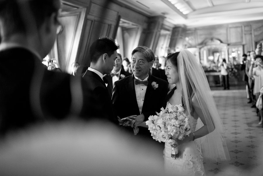 glamorous uptown luxury wedding at the crescent hotel in dallas by table4 photography