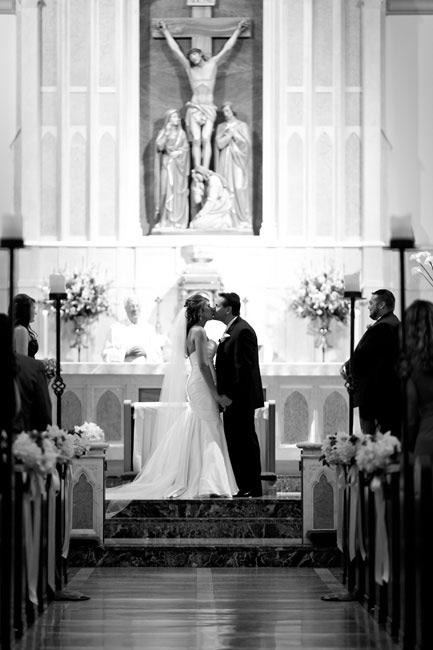 classic modern st. thomas aquinas wedding by dallas wedding photographer table4