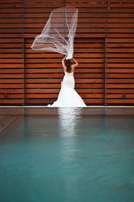 fresh, modern bridal portraits at luxurious dallas hotel palomar by table4 photography, wind blown veil