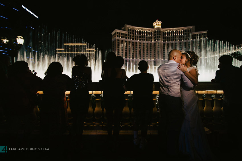 las vegas wedding, aria wedding, cosmopolitan wedding, bellagio fountains at night wedding photo