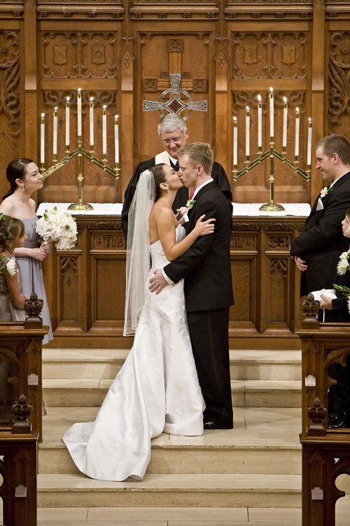 first kiss in houston tx wedding image