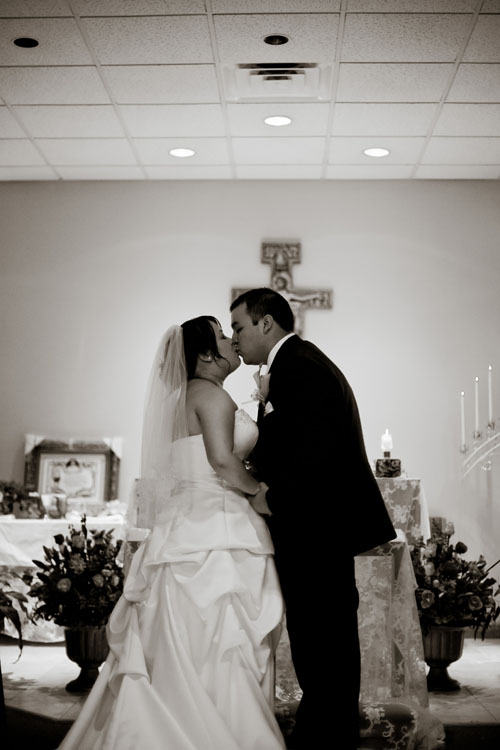 first kiss wedding image arlington, tx